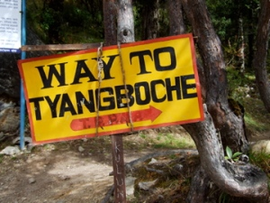 A sign on the trail pointing the way to Tengboche