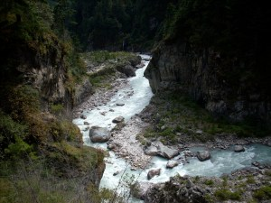 Himalayan Rivers along the trail to Phakding (photo by OMer and Freedom Climber, Nancy Byrne)